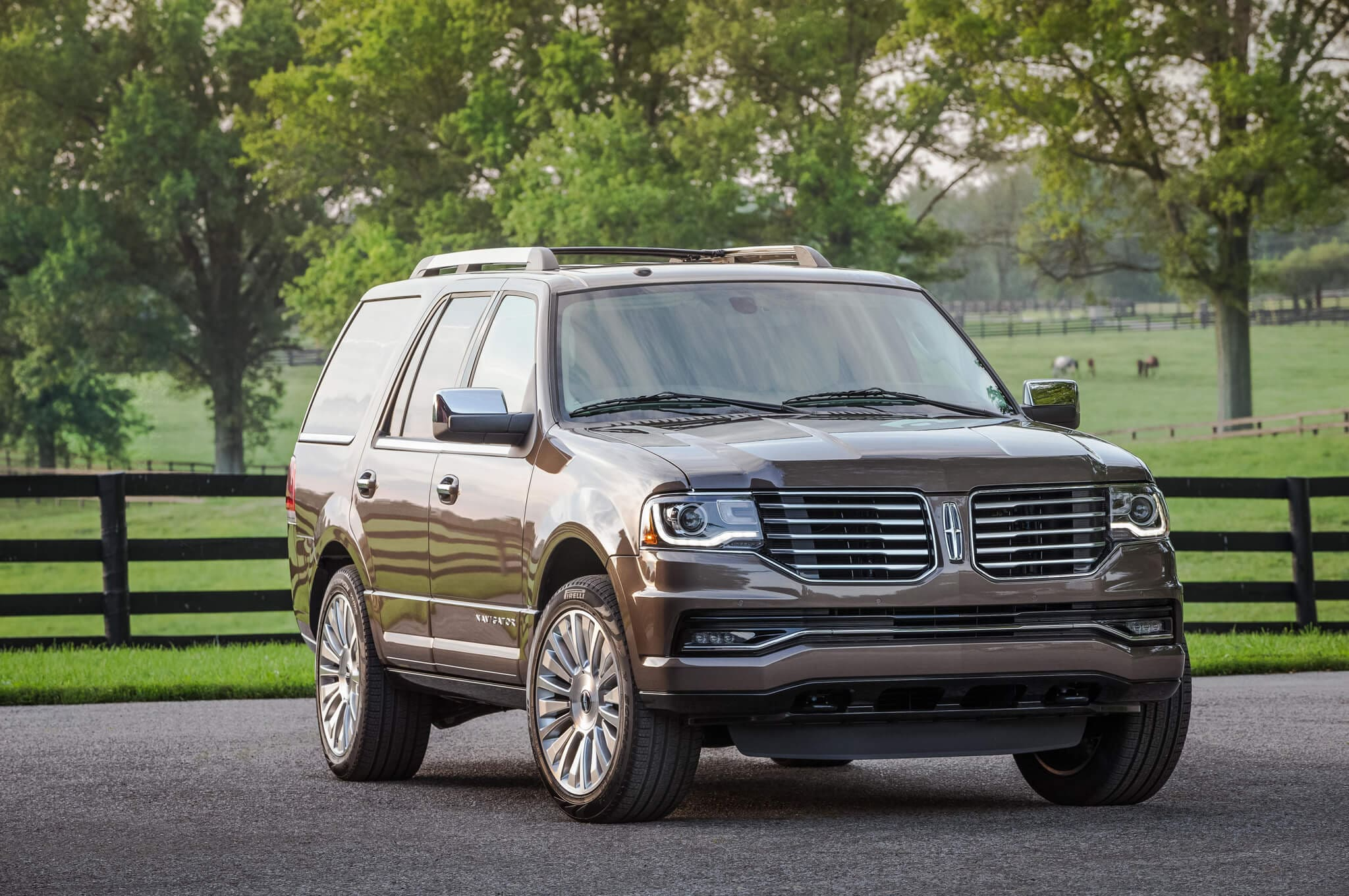2017 Lincoln Navigator | Photo Source: TruckTrend.com