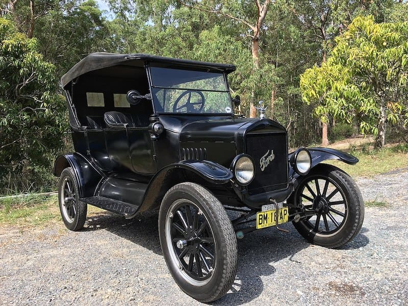 1280px-1925_Ford_Model_T_touring
